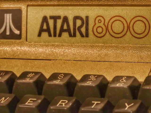 Foap-Retro_Atari_800_Game_Console-sm-1024x768