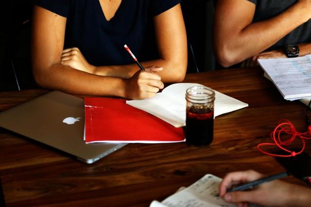 coffee-workspace-group-work
