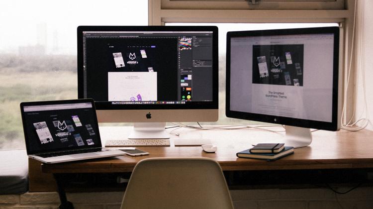 アダプティブデザインか、レスポンシブデザインか